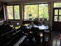 ダイニングとグランドピアノ