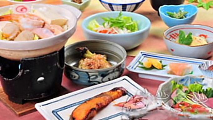 【さき楽☆早期割30☆オンラインカード決済限定】有機野菜たっぷりのお料理【温泉】