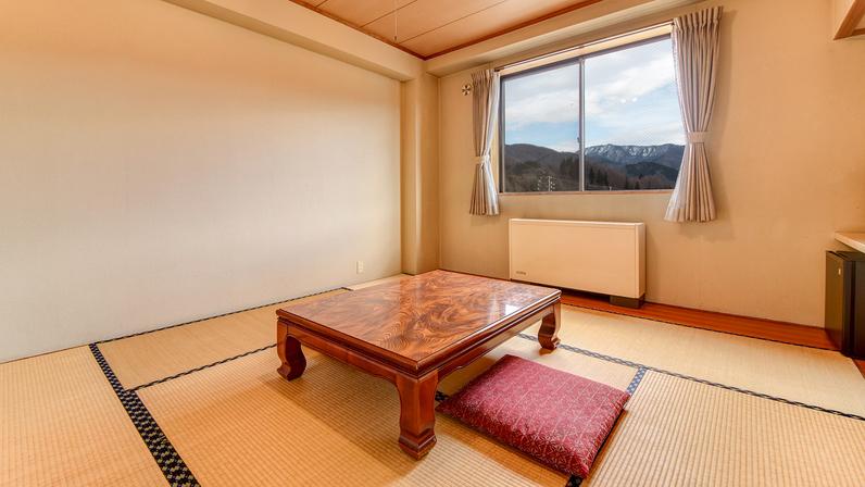 *本館和室/足を伸ばしてくつろげる畳のお部屋。小さいお子様連れにもおすすめです。