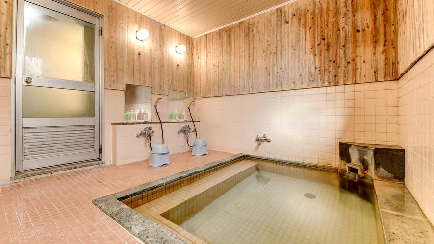 *大浴場(女湯)/塩分が強く筋肉痛をやわらげたり保温効果が抜群!湯冷めしにくくポカポカします。