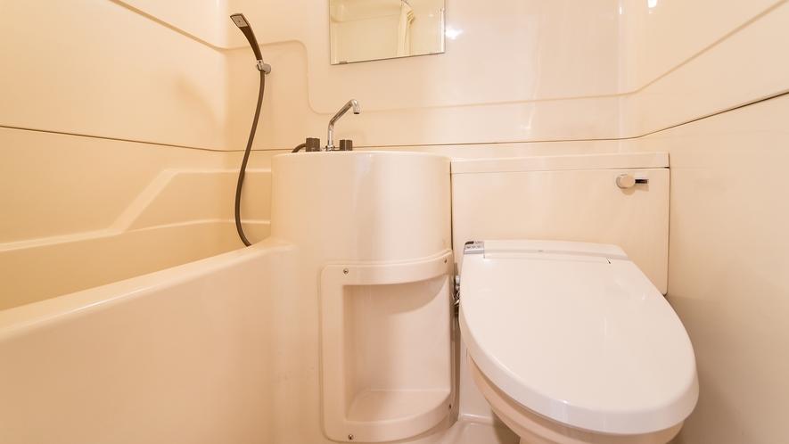 *部屋一例/本館は洋室・和室ともにバストイレ付です。周りに気兼ねせず、お使いいただけます。