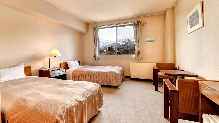 *本館洋室/お部屋からは北アルプスの山々が一望できる、眺望自慢のお部屋です。