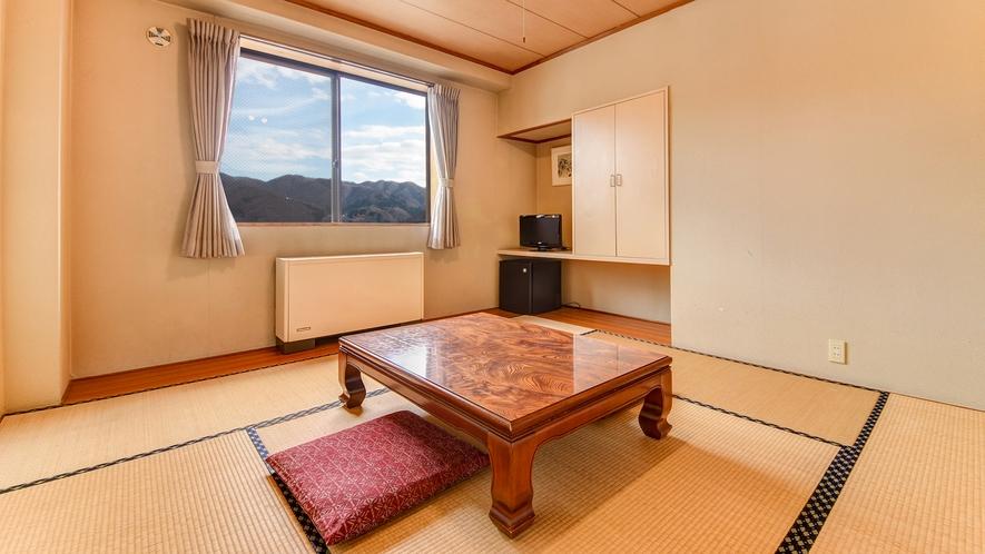 *本館和室/畳でごろんとリラックスしてお過ごしください。