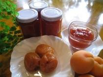 ホームメイドのリンゴジャムやアンズジャムやアンズのコンポートは、朝食やデザートに・・・②