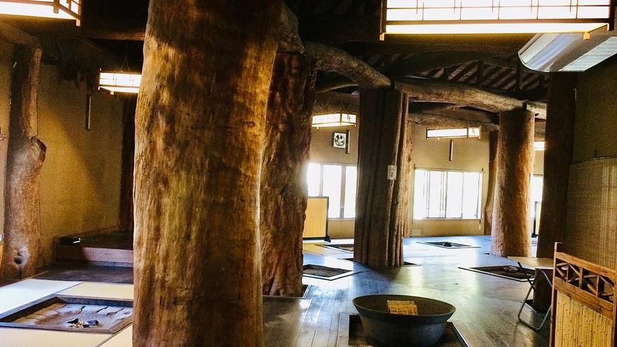 樹齢千年大木の囲炉裏食事処