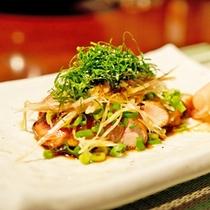 *【夕食一例】彩り鮮やかなお食事をお楽しみ下さい。