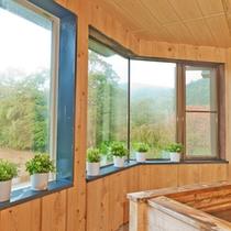 *【お風呂】景色を眺めながらのんびりご入浴をお楽しみ下さい。