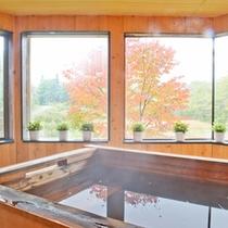 *【お風呂】大きな窓からは美しい自然を眺められます。