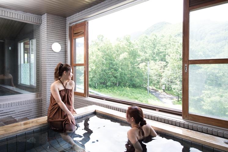 竜王の湯 露天入浴シーン