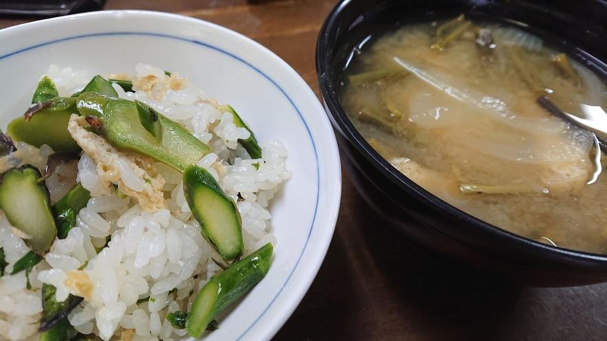 アスパラご飯と味噌汁