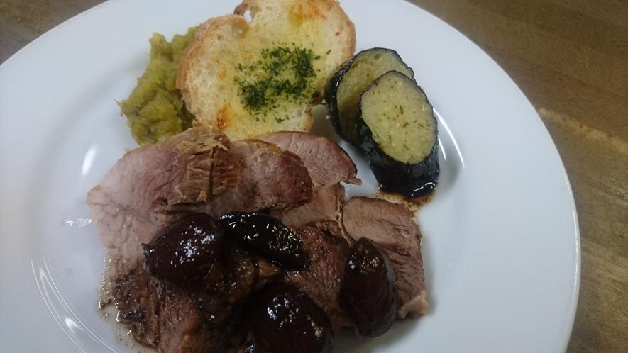 夕食時の一品  肉料理