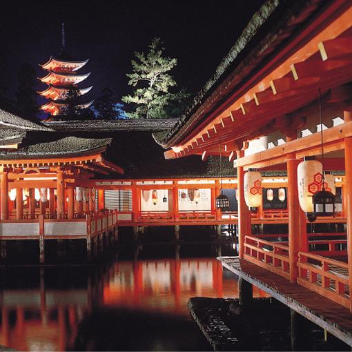 宮島(夜の厳島神社)(大鳥居 修理工事中)