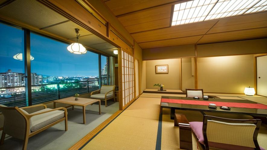 部屋からの夜景。武庫川を望みます。