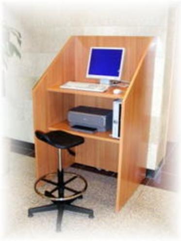 1階ロビーに無料でお使い頂けるパソコンをご準備しております