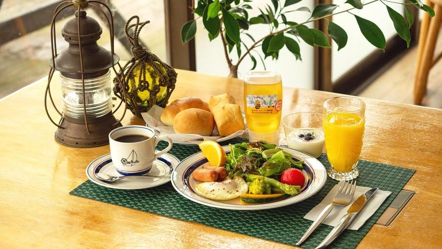 ・はちみつとパンが大人気の朝食です♪