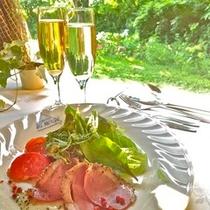 鴨サラダとシャンパン