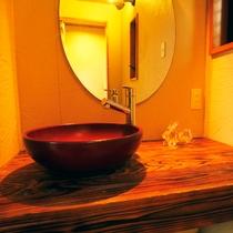 和のテイストを取り入れた上質な雰囲気の洗面所です◆