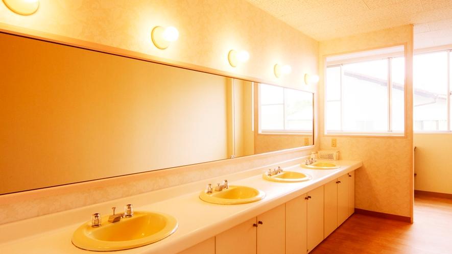◆別館の洗面所は広くて混雑しても快適にご利用いただけます。