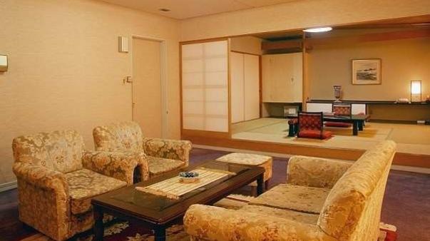 本館貴賓室【プリンス】ツイン+10畳+リビング【禁煙室】