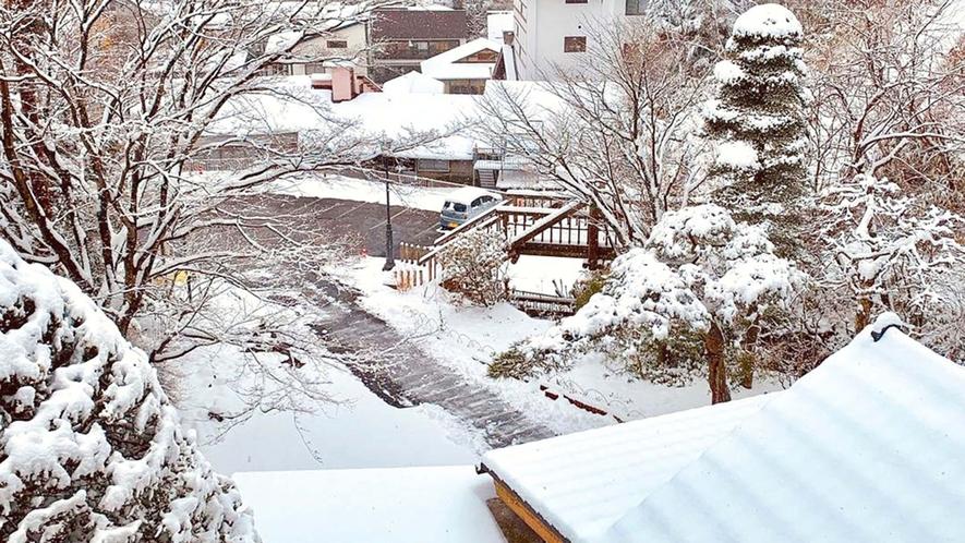 ・和室10畳 お部屋望む草津の雪景色です