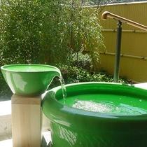露天風呂 陶器の浴槽