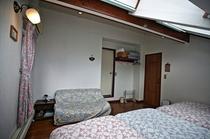 天窓付ロフト洋室