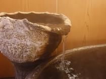 ●貸切風呂 湯指し口にびっしり付いたミネラル成分!