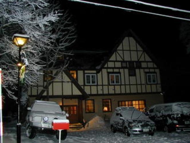 外観冬夜4x6