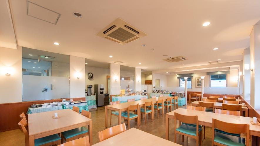 *レストラン/ゆったり広々とした空間でお食事をお愉しみ下さい。