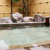 単純泉が心地よい広々とした貸切露天風呂