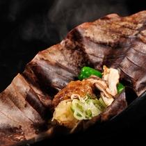 奥飛騨の郷土料理、朴葉味噌焼をご朝食で。奥飛騨のコシヒカリのともに