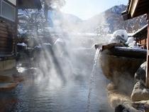 雪と湯煙の大露天「山伏の湯」