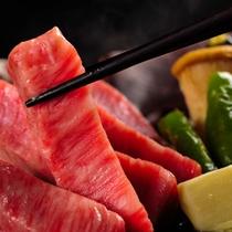融点23℃の誘惑。口の中でトロけて、肉汁ジュワ~ッ!旨味が凝縮された飛騨牛ステーキ