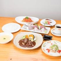 *夕食一例/地魚のお刺身が付いた、洋食コースをご用意いたします。