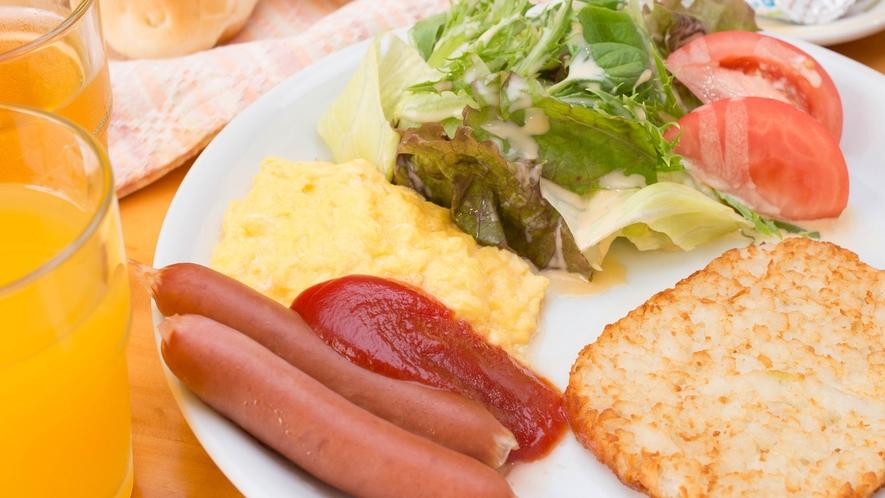 *朝食/パン・ハッシュポテト・スクランブルエッグなどの洋朝食です。