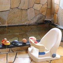 *貸切風呂/お子様用のバスチェア、全身泡ソープなどお子様グッズが充実!