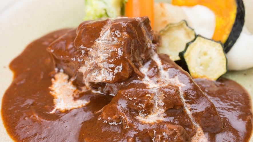*夕食一例/お肉をやわらか~く煮込んだビーフシチューはお客様に大好評♪