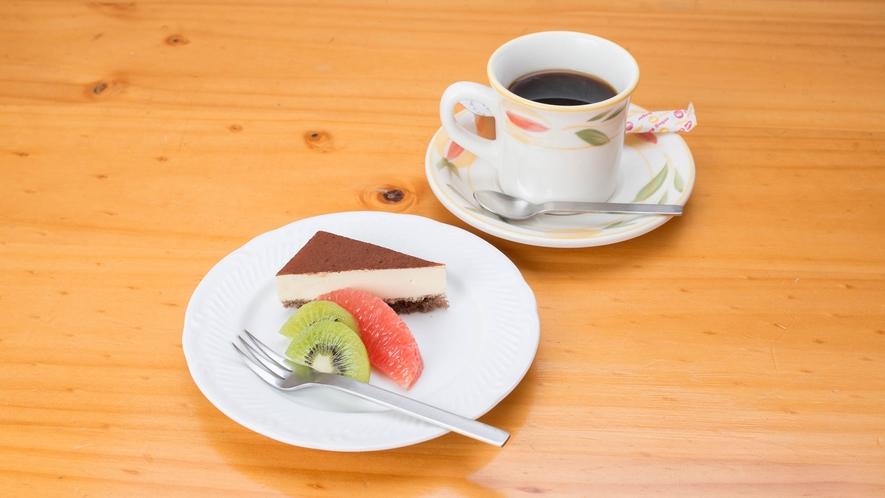 *夕食一例/デザート:ケーキとコーヒー
