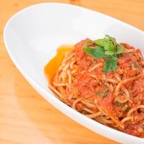 *夕食一例/ツナと大葉のトマトソースパスタ。お子様と一緒にどうぞ。