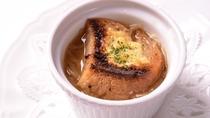 *グツグツコトコト時間をかけてじっくり煮込んだスープ