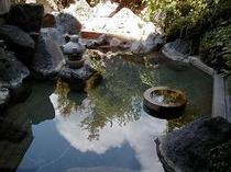 露天風呂・女(上から・画面が小さすぎる)