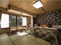 【客室】新洋室(畳の上にシモンズ製セミダブルベッド2台)