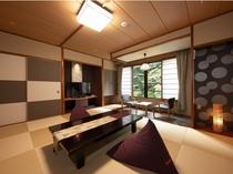 【リニューアル和室一例】ふかふかのビーズクッション、渓流美に癒される新しい和室