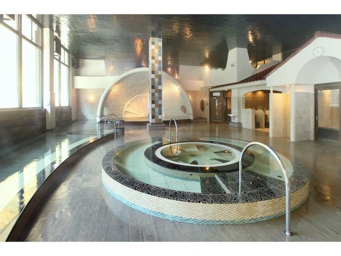 【フォレストテラス豊後の湯】大浴場-広々とした内風呂