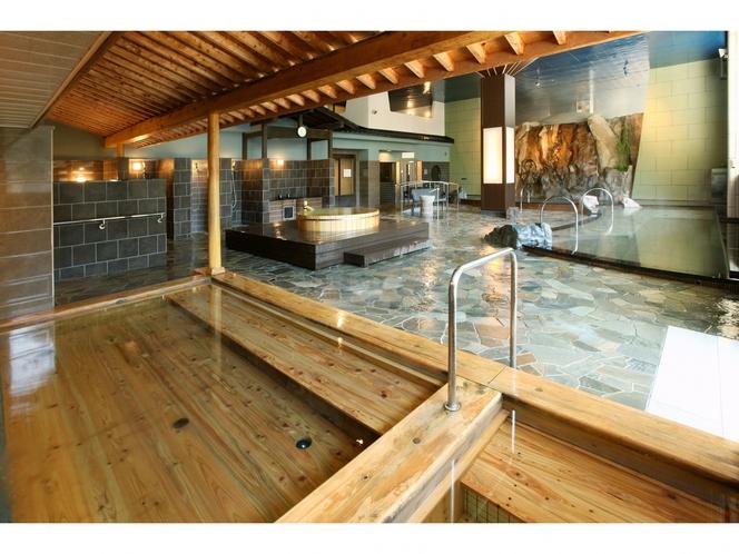 【フォレストテラス豊後の湯】大浴場-檜風呂