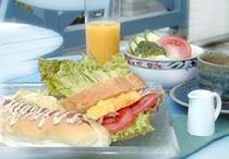 自家製パンの朝食の一例