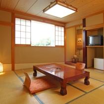 海はあまり見えませんが、くつろげる和室は、人気です(禁煙)。 バス・トイレ 冷蔵庫付き