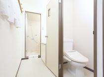 寛ぎをお約束する独立型バスルーム