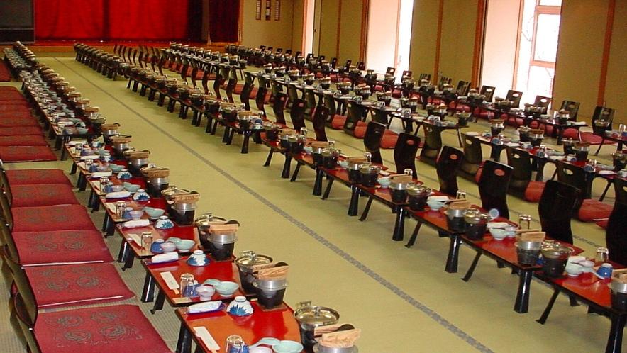 宴会場うたげの間 最大で120名様まで収容可能。カラオケ完備