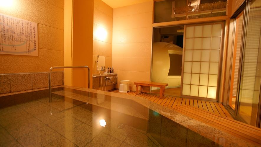 蒸し風呂と石風呂がセットです。温泉と湯気の効果ででお肌もツルツルに♪